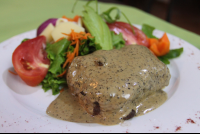 black peppercorn creamsauce steak 