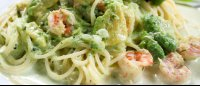 shrimp avocado and bechamel pasta