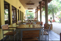 luv burger front patio 