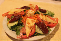 mixed salad with gouda cheese