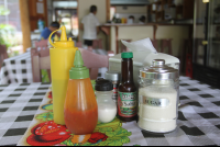 table condiments rosis soda tica 
