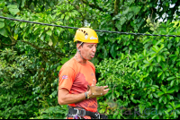 guide giving security briefing los canones canopy tour