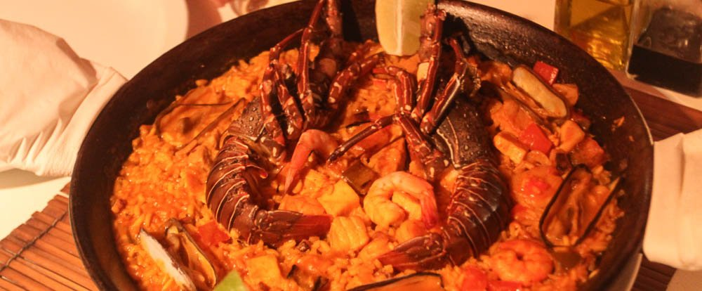 lobster paella red
