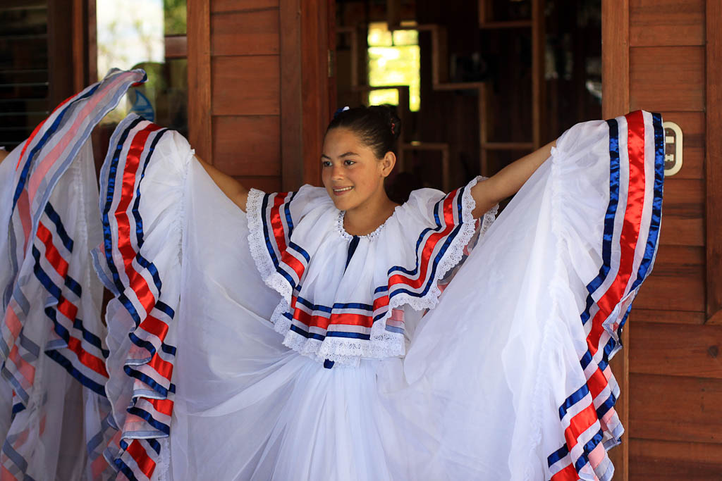 helaconia ranch traditional dance girl   - Costa Rica