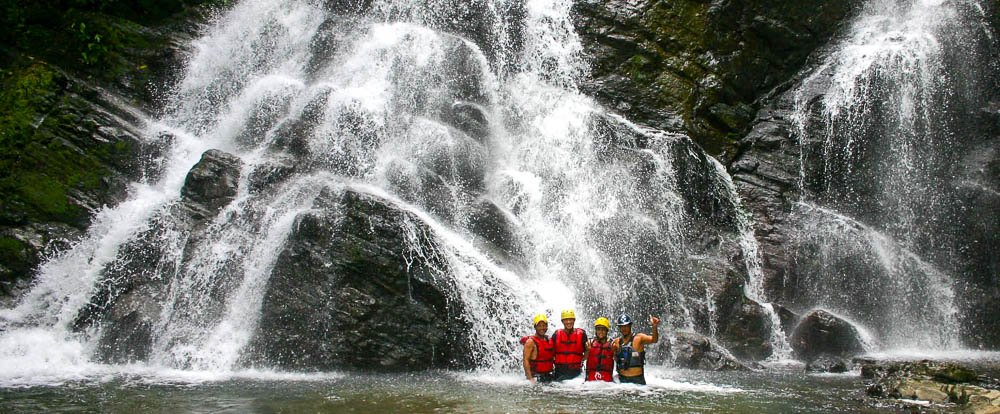 rios tropicales savegre river rafting waterfall 
