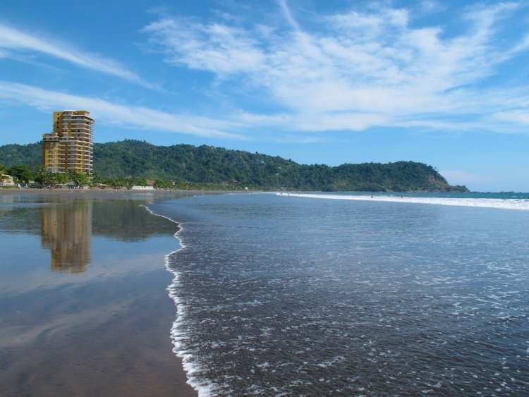 jaco-costa-rica-milf